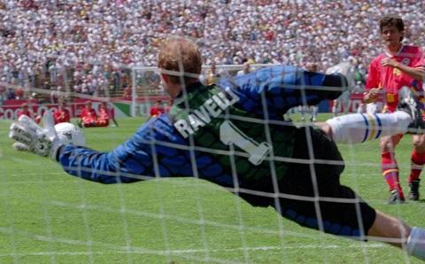 Ravelli para il rigore contro la Romania