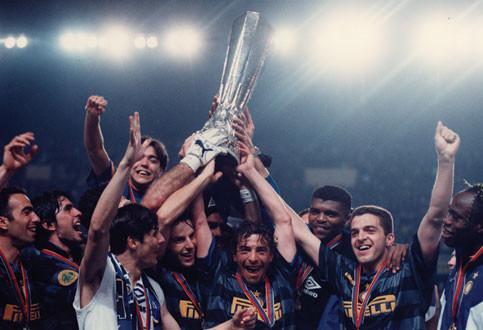 L'Inter vince la coppa Uefa a Parigi