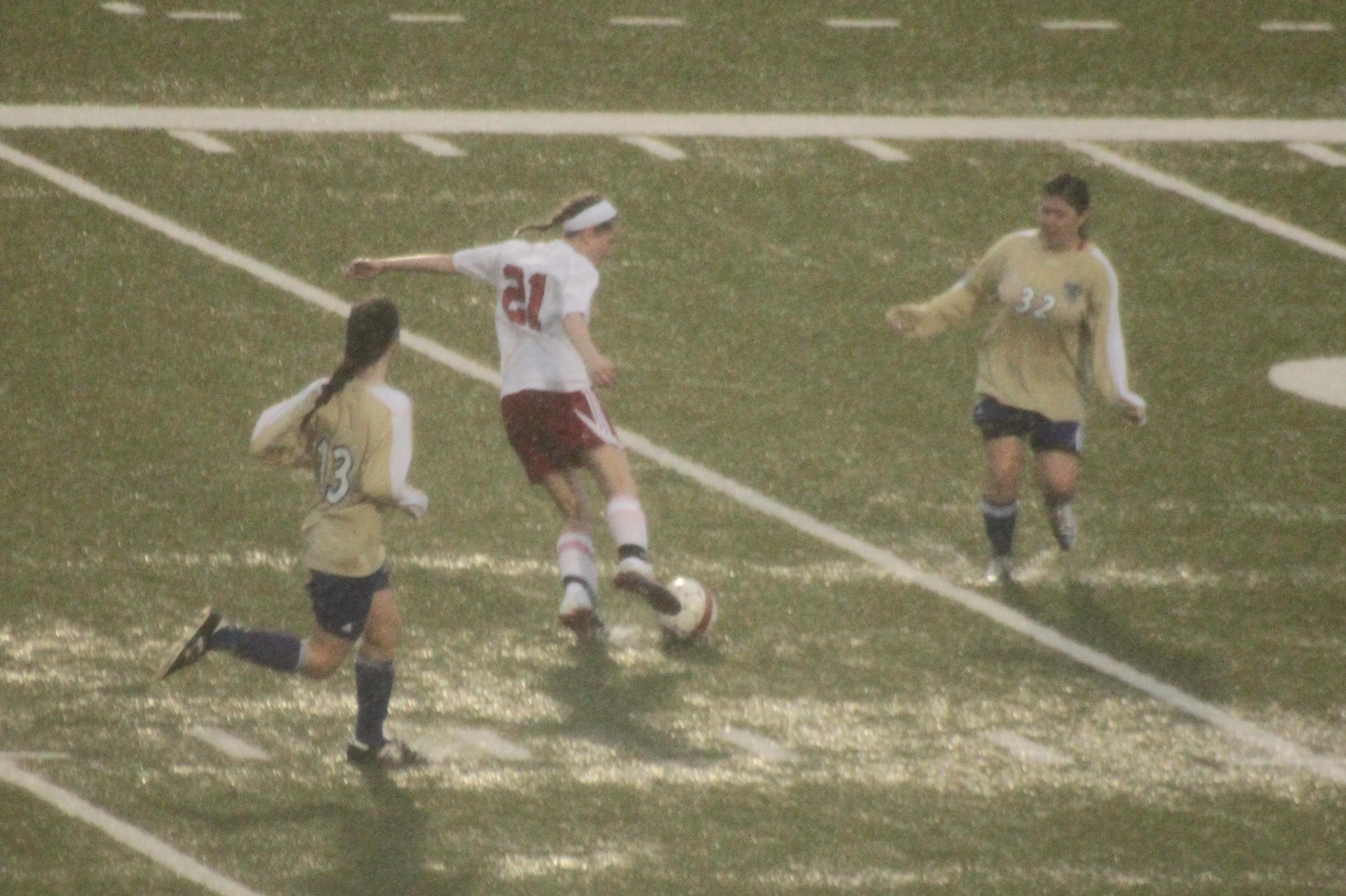soccer-rain-women